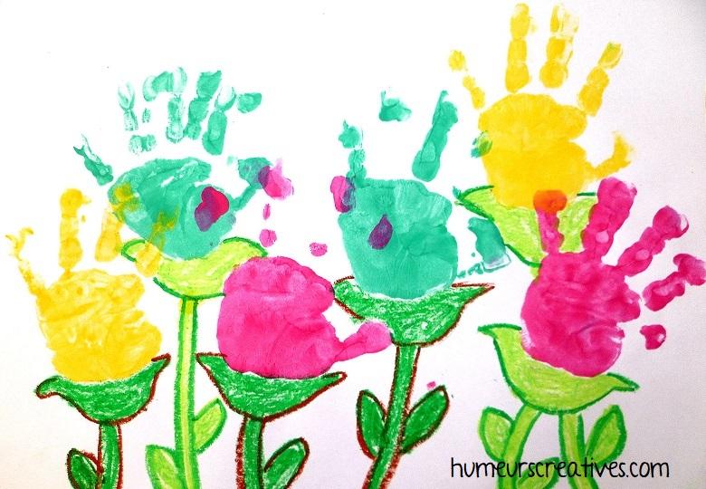 fleurs en empreintes de mains