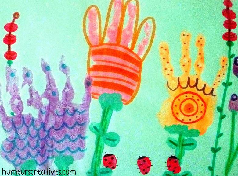 empreintes de mains fleur avec graphisme