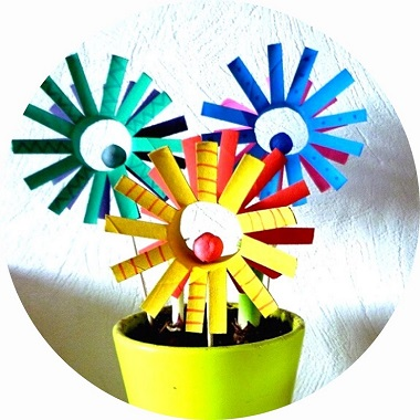 Bricolages pour enfants ; fabriquer des fleurs avec des rouleaux de papier toilette