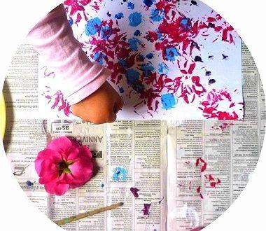 peindre avec une fleur, activité arts plastiques pour enfants