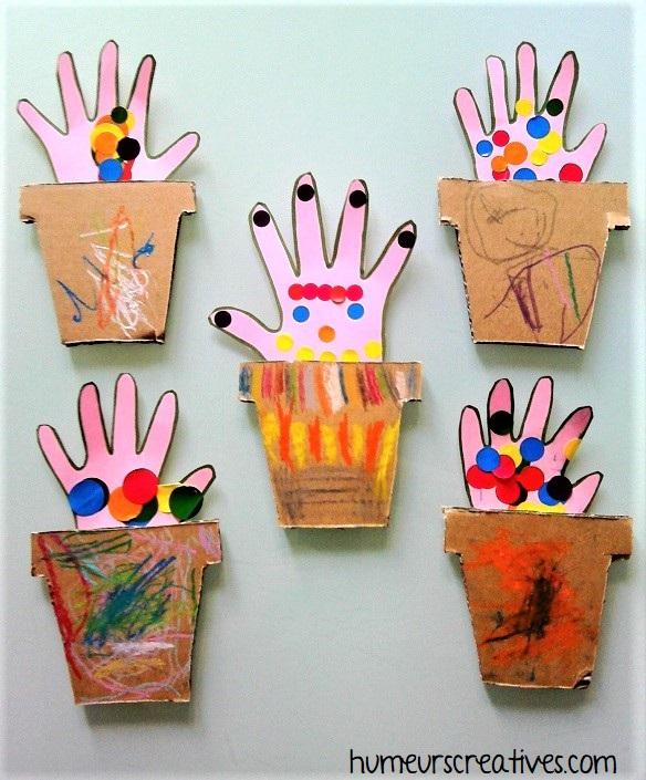 pot de fleurs en empreintes de mains