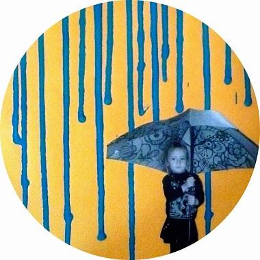 Bricolage pour enfants : coulure en peinture pour représenter la pluie