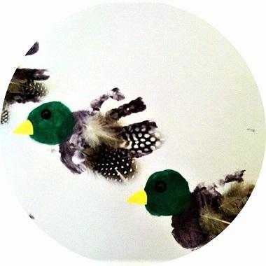 Activité pour enfants : des canards en empreintes de mains