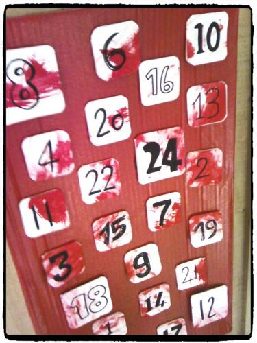 Bricolage de Noël : calendrier de l'avent en pots de yaourt