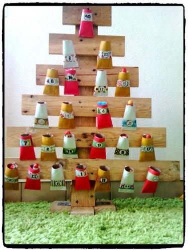 Bricolage de Noël : un calendrier de l'Avent en forme de sapin
