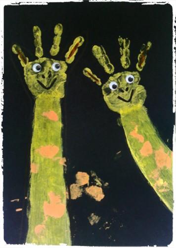 Girafe : empreinte de mains