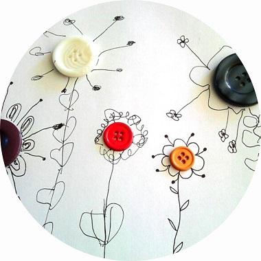 bricolage de printemps ; réaliser des fleurs en graphisme autour d'un bouton