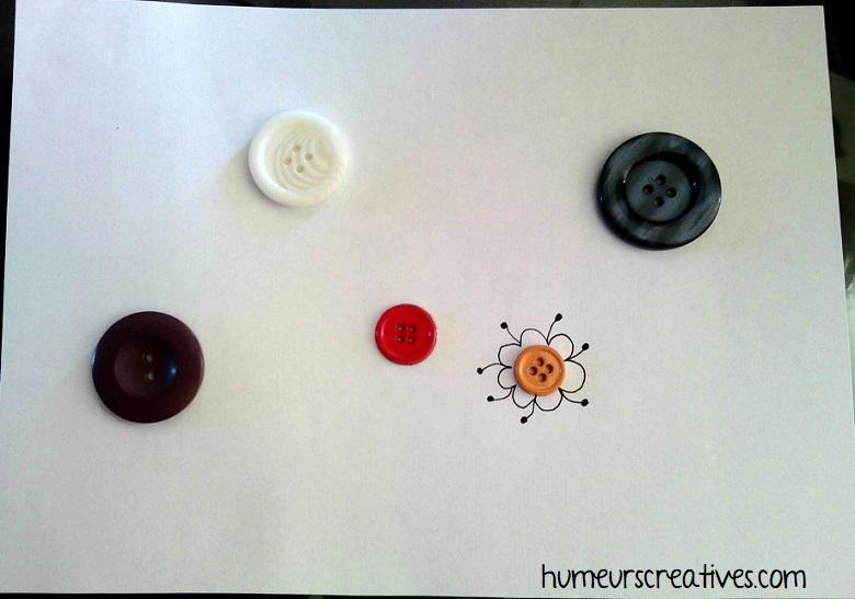 préparation pour réaliser des fleurs en graphisme autour d'un bouton
