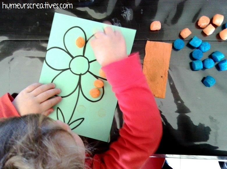 collage de playmais sur la fleur