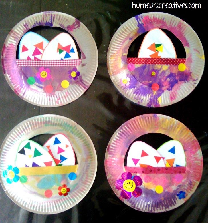 bricolage panier de paques décoratifs réalisés avec des assiettes en carton