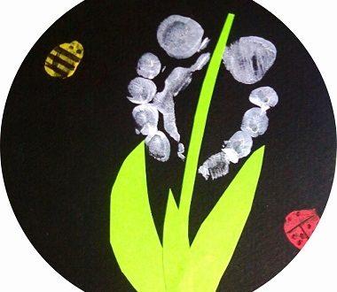 bricolage 1er mai pour enfant : du muguet avec les pieds