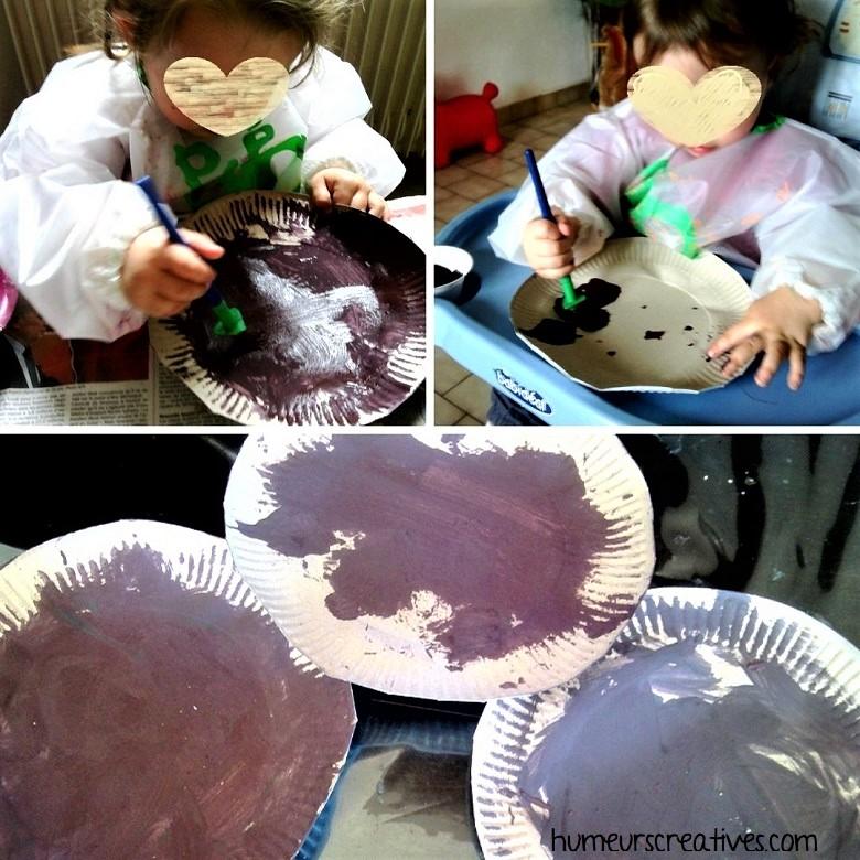 peinture marron sur assiette en carton