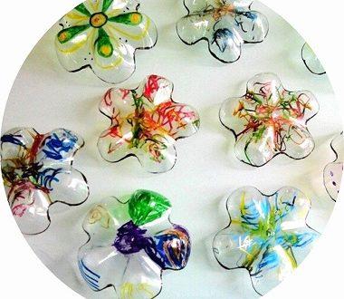fleurs en plastique - déco jardin