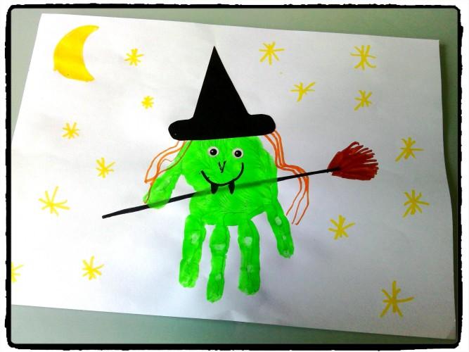 Une sorcière en empreinte de main