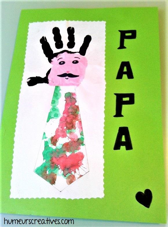 carte cravate avec empreinte de main de l'enfant
