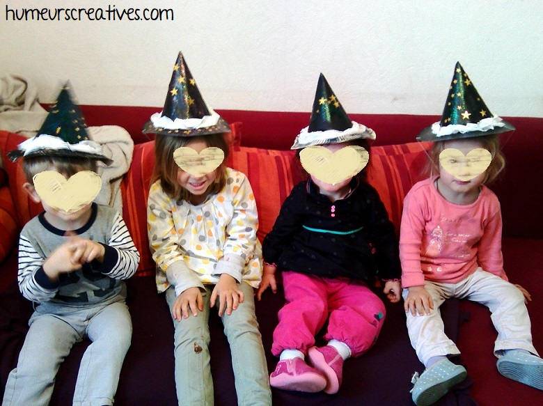 la tribu des enfants avec leurs chapeaux de sorciers