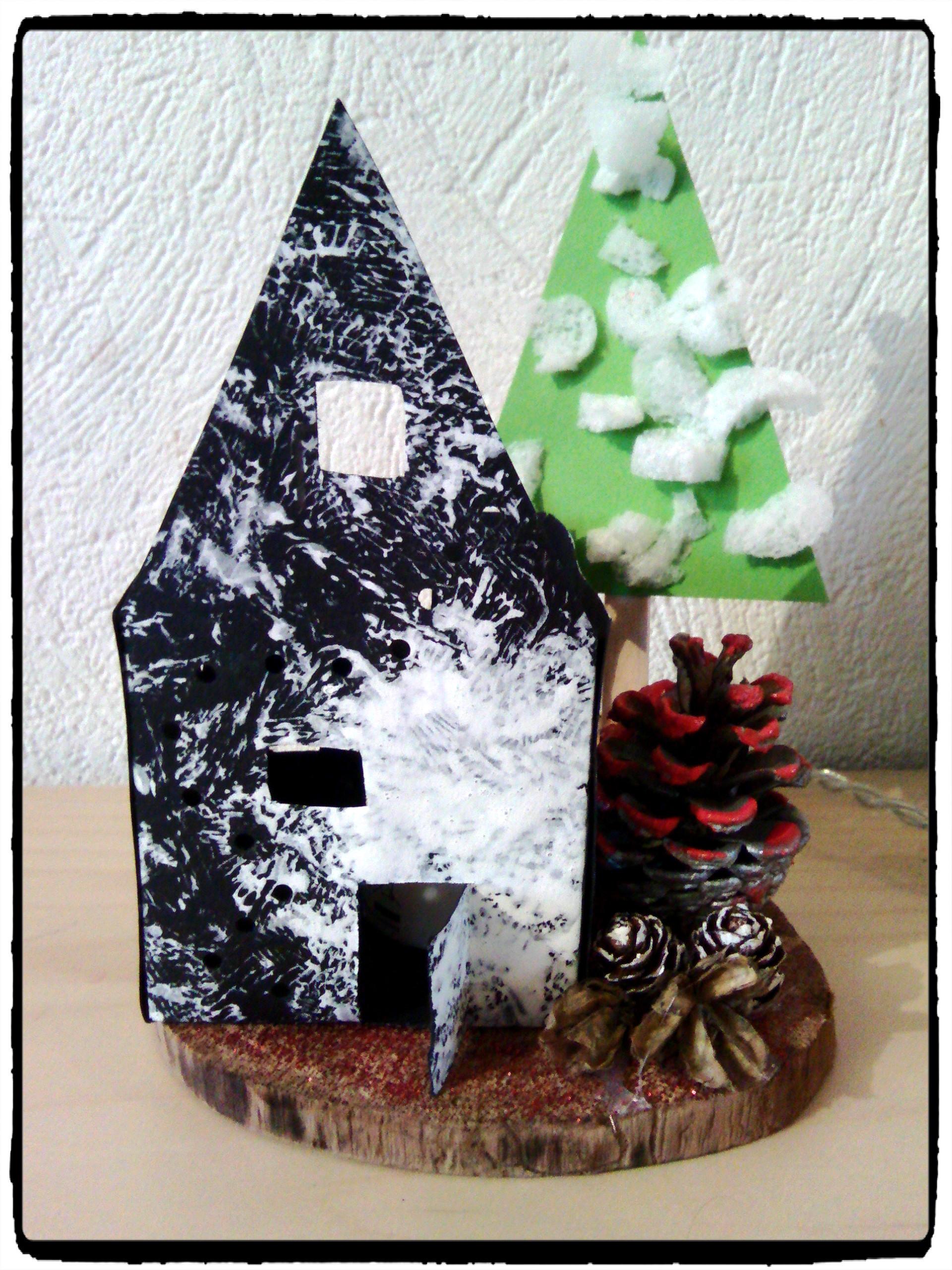 cadeau de no l une maison sous la neige mes humeurs cr atives. Black Bedroom Furniture Sets. Home Design Ideas