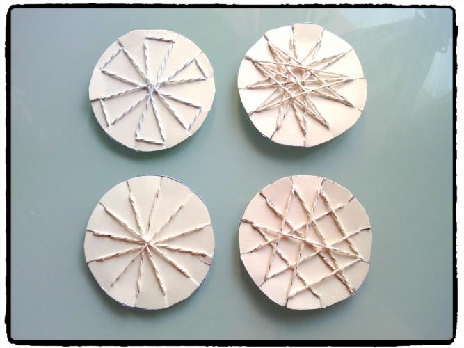 Motricité fine : fabriquer des étoiles avec du fil et du carton
