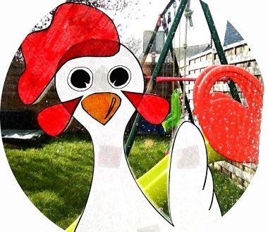 DIY décoration de Pâques : des drôles de poules à accrocher aux fenêtres