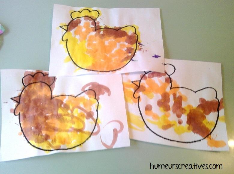 décorer des poules avec des marqueurs à encre