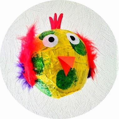 Poule de Pâques en papier maché à faire avec les enfants