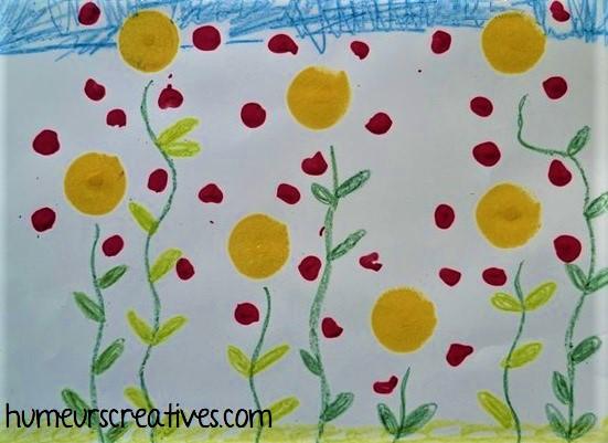fleurs réalisées avec des empreintes de bouteille