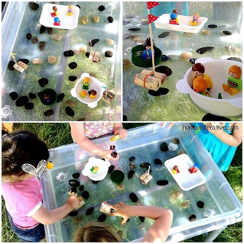 Les enfants manipulent et jouent dans le bac sensoriel spécial rivière