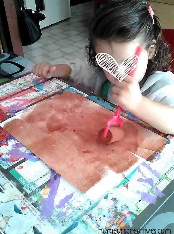 peindre une feuille en marron pour faire tchoupi