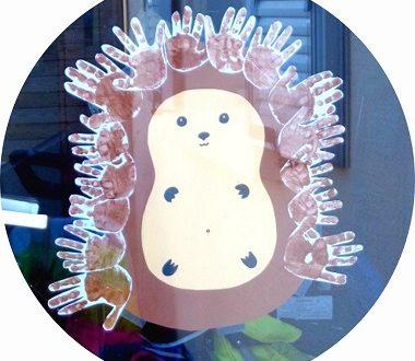Bricolage pour enfants : fabriquer un hérisson avec des empreintes de mains. Une activité collective, bricolage d'automne