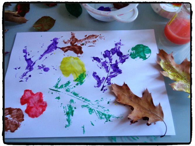Peindre avec des feuilles d'arbre