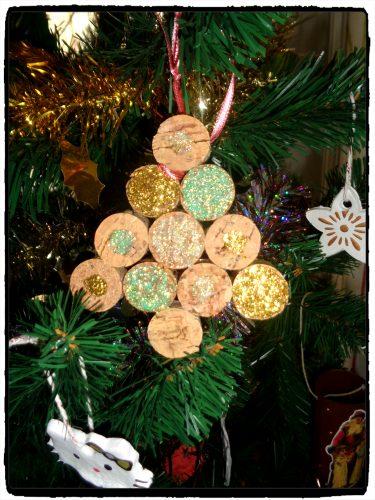 Suspensions de Noël en bouchons de liège