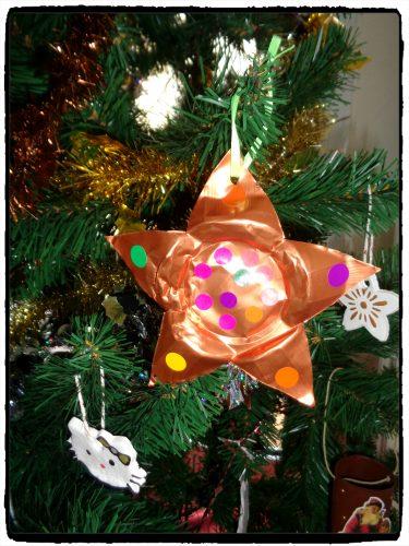 Des étoiles de Noël en recyclage