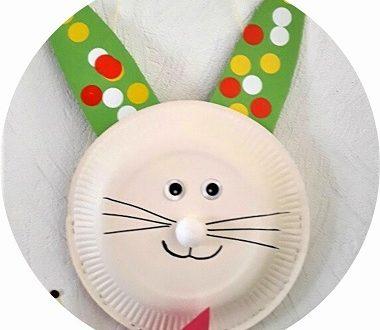Bricolage de Pâques : un panier lapin réalisé avec une assiette en carton