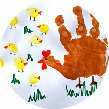 bricolage pour enfants : réaliser une poule et ses poussins en empreintes de mains et doigts