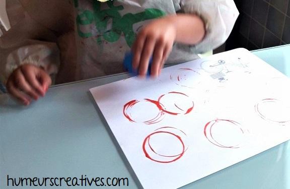 empreintes de ronds à la peinture