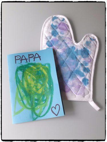 Cadeau pour papa : un gant de cuisine et une carte