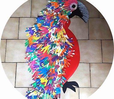 Bricolage collectif pour enfants : un perroquet à plusieurs mains