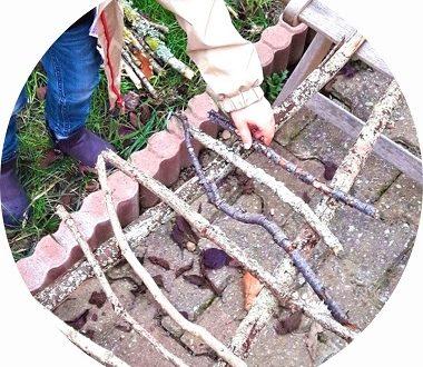 jeu d'équilibre pour enfants avec des bâtons