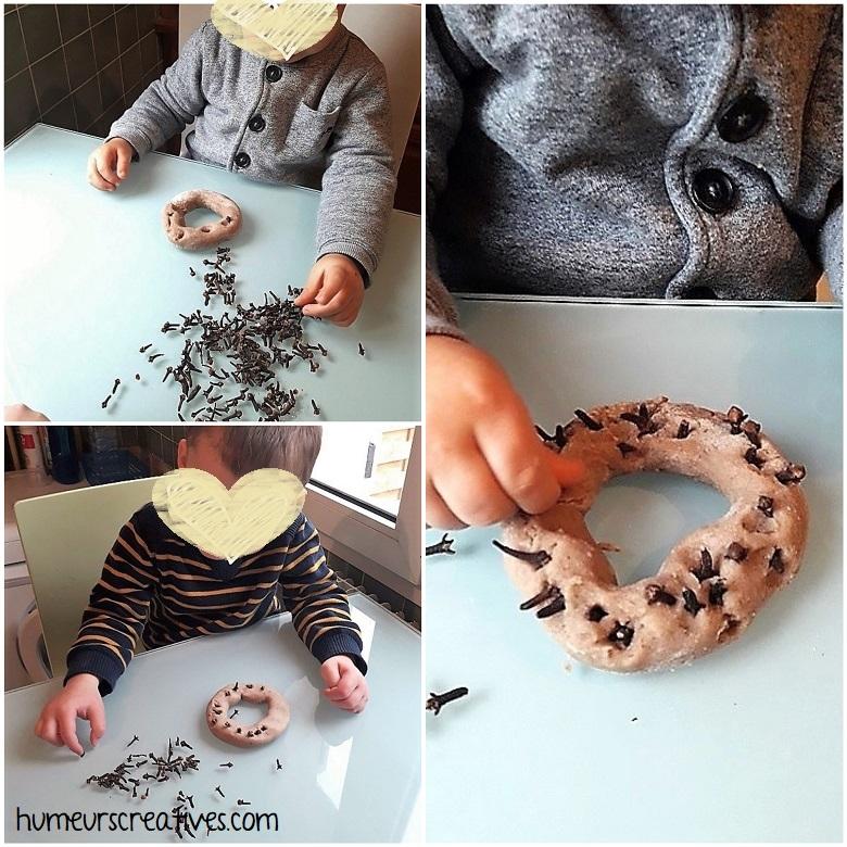 fabrication d'une couronne de noël avec la pâte à modeler aux épices et des clous de girofle