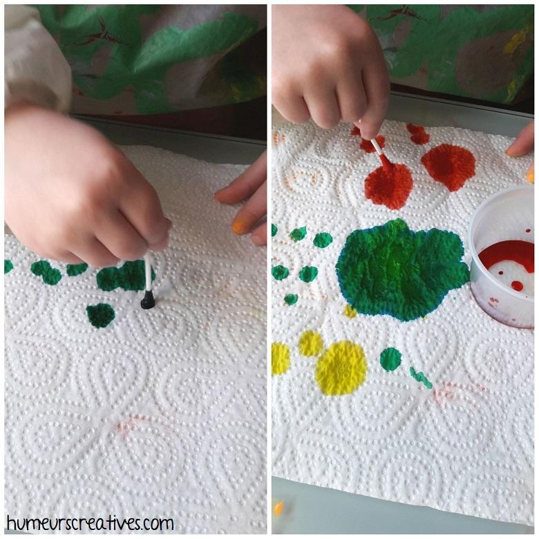 dessiner sur du papier essuie tout avec de l'encre, bricolage pour enfant