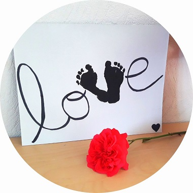 Cadre Love en empreinte de pieds pour la fete des meres