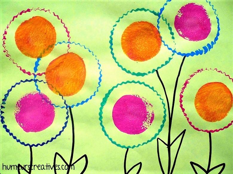 fleurs en peinture avec empreintes de moules