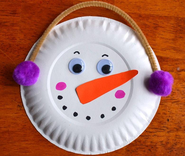 diy bonhomme de neige avec une assiette en carton