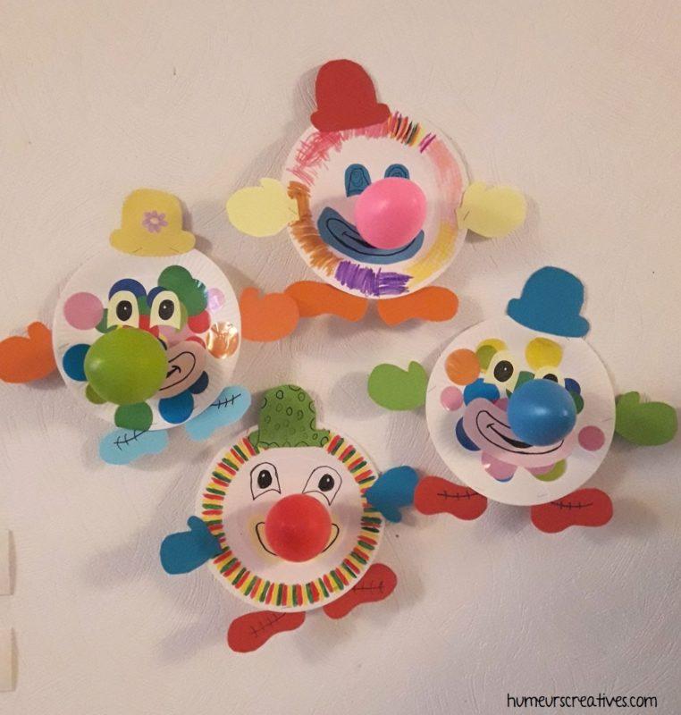 des clowns réalisés avec des assiettes en carton et des ballons de baudruche