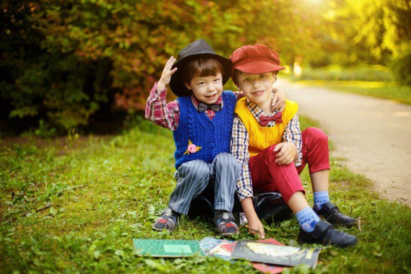 petits garçons heureux