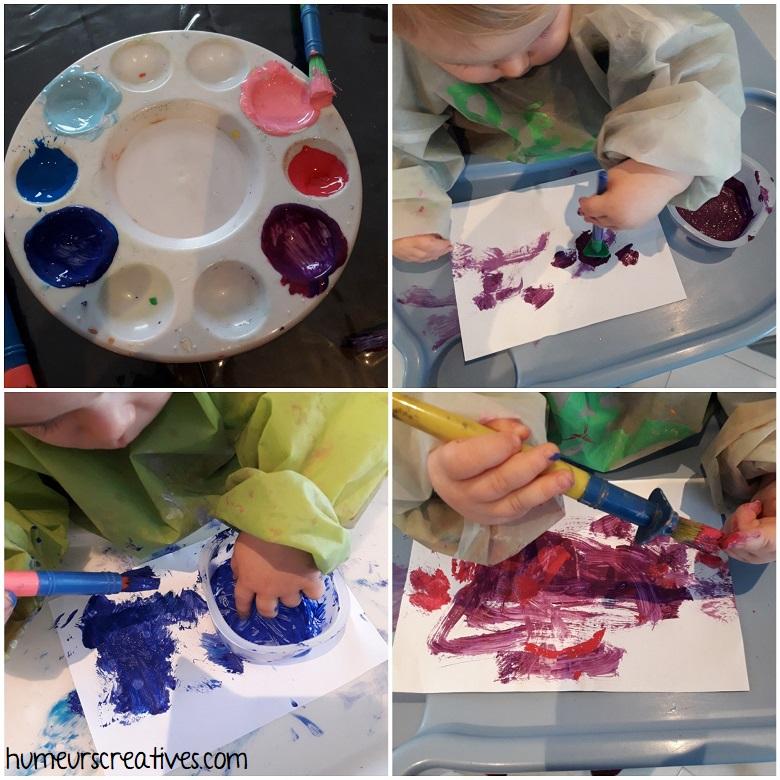 Les enfants peignent sur leur feuille pour réaliser les poissons d'avril
