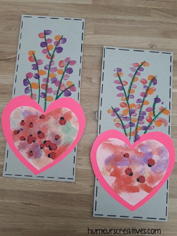 tableau fleuri avec empreintes de doigts des enfants pour la fête des mères
