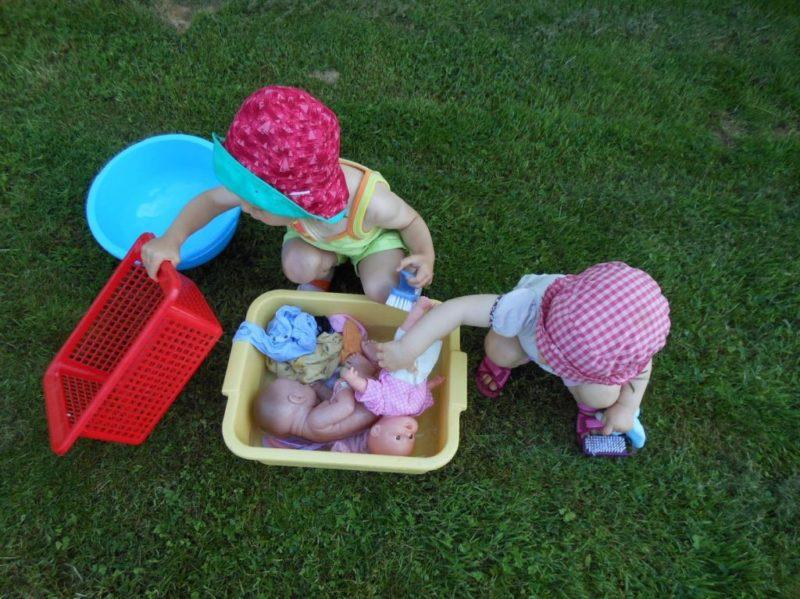 jeu d'eau pour enfant : faire la lessive