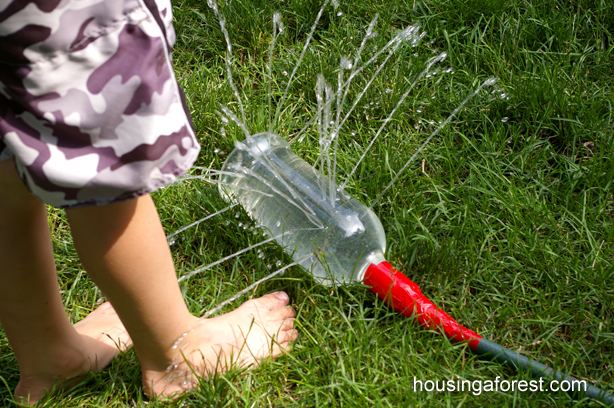 jeu d'eau pour enfant : fabriquer un tuyau d'arrosage
