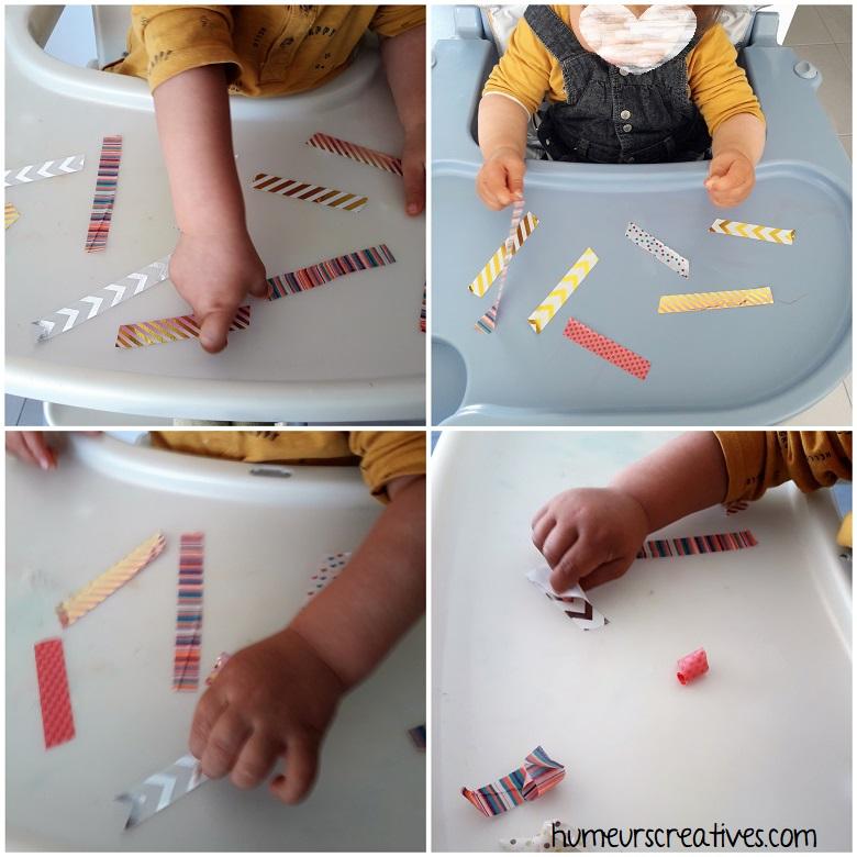 Les enfants décollent des morceaux de masking tape sur une table